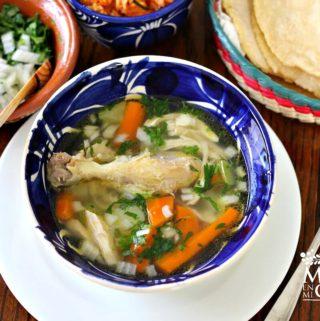 caldo de pollo receta mexicana