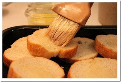 Capirotada unta el pan