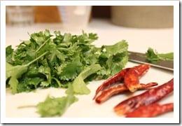 Costillas o Agujas de Res, chiles y cilantro