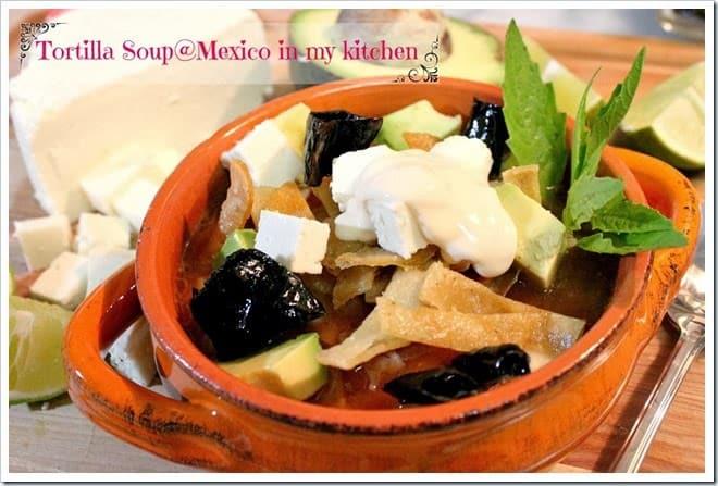 Deliciosa sopa de tortilla mexicana