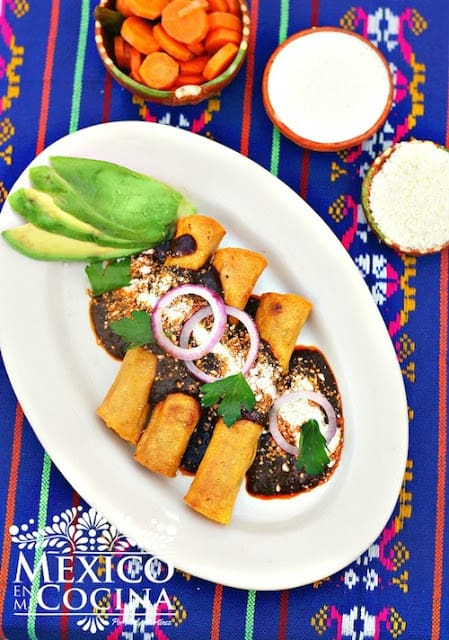 Taquitos Dorados de Pavo, disfruta de esta deliciosa receta con tu familia