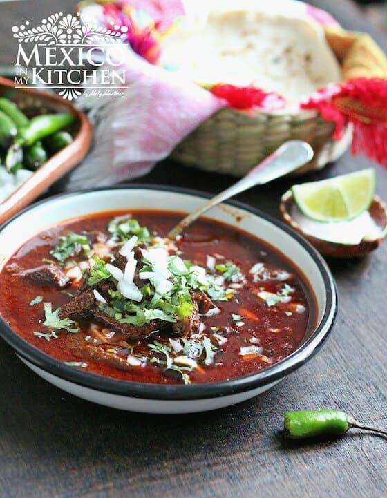 C mo hacer birria de res recetas de comida mexicana muy for Como cocinar carne de chivo