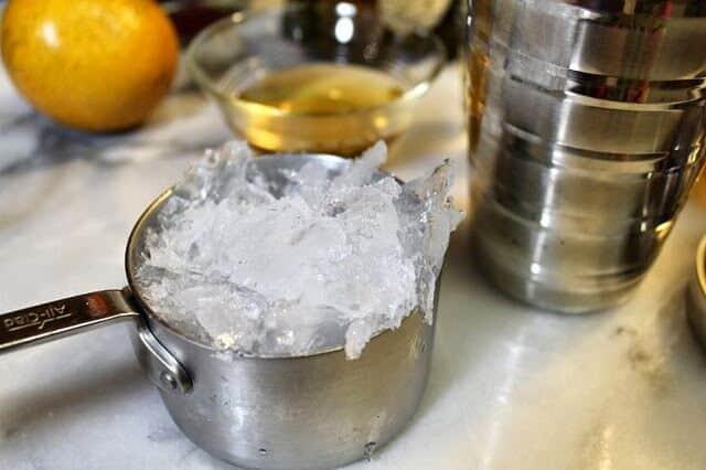 Cóctel margarita, agrega los ingredientes a la batidora de cocteles
