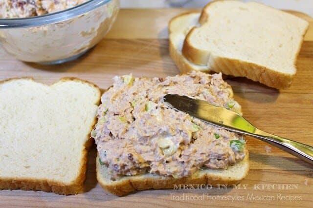 Disfruta de esta deliciosa receta Sándwich de Atún con Chipotle