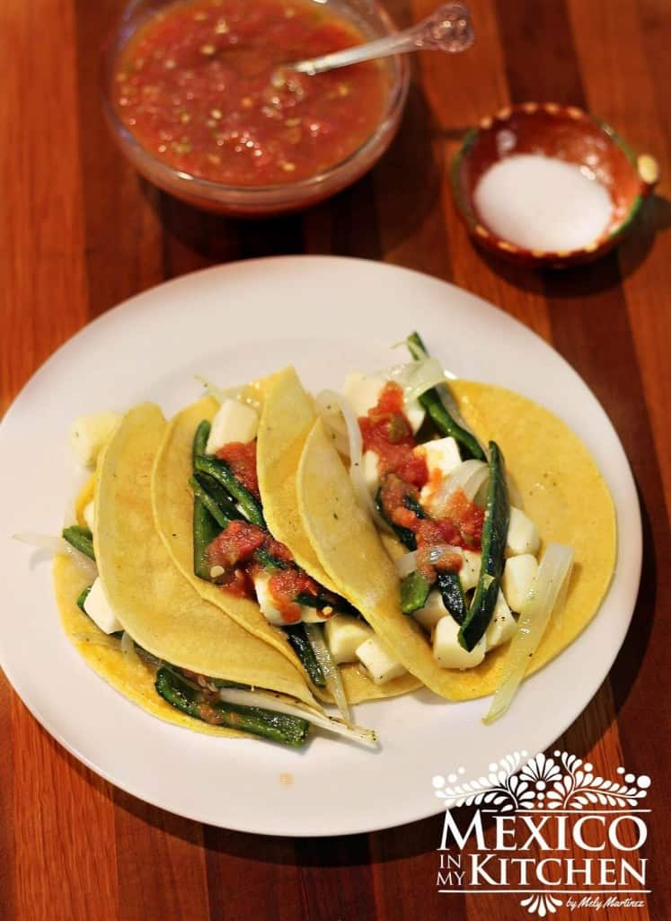 tacos de chile poblano asado y queso