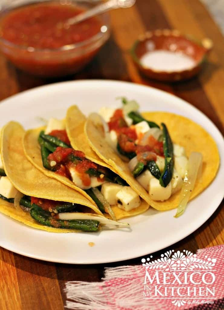 tacos de chile poblano asado y queso, listo para comer