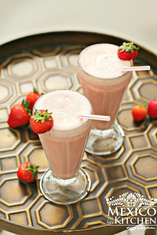 Licuado de Yogurt con fresas y plátano │Bebidas Mexicanas