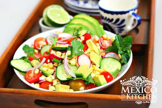 Ensalada de Aguacate, Tomate y Elote │Recetas de comida mexicana