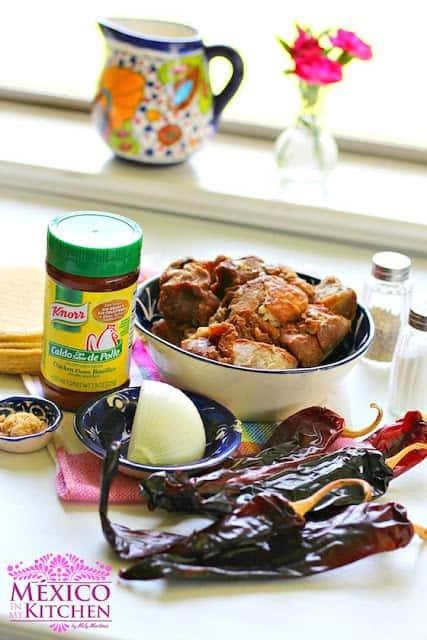 chicharrón prensado en salsa guajillo │Comida Mexicana