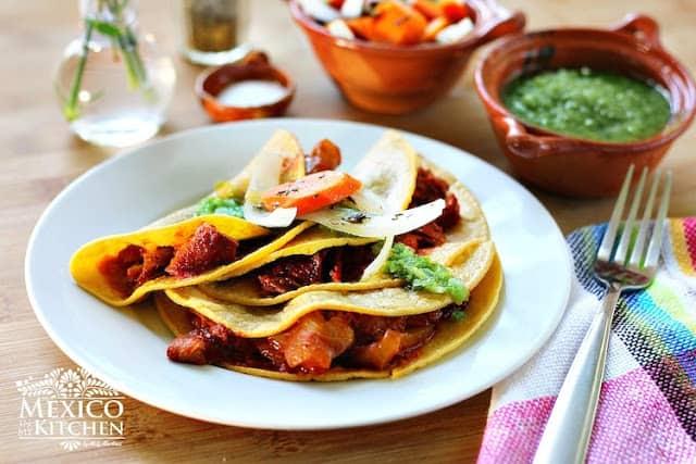 chicharrón prensado en salsa guajillo │Recetas de comida mexicana