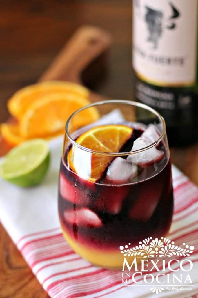 sangria receta - 1 Receta Mexicana.Deliciosa sangria de vino tinto y jugo de naranja. Receta sencilla y rápida.
