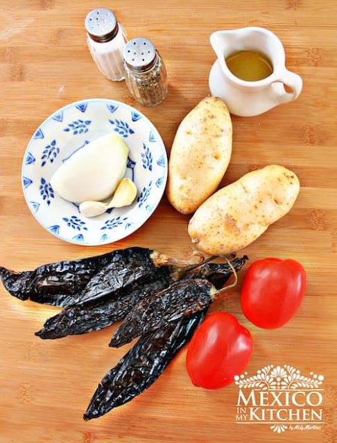 bisteces con papas en pasilla salsa |Recetas Mexicanas