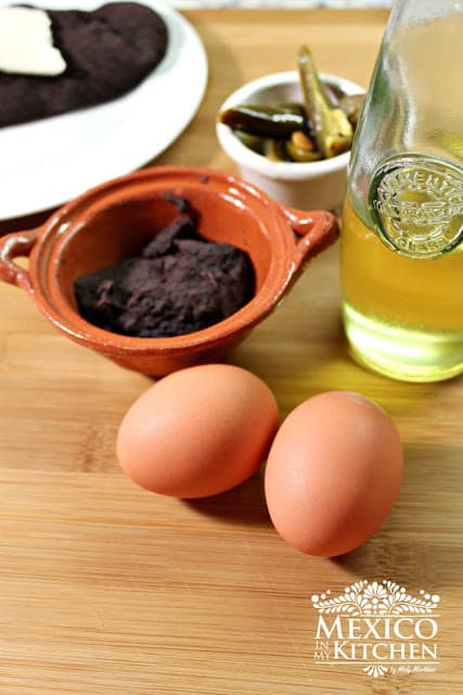 Ingredientes para preparar huevos tirados
