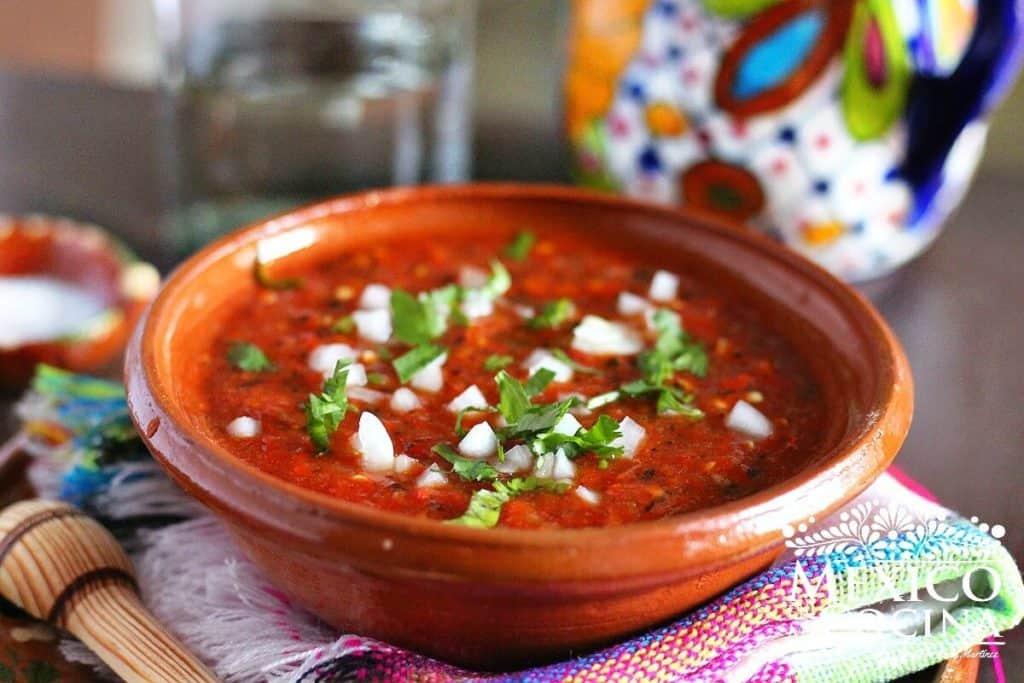 Disfruta de esta deliciosa salsa de jalapeño rojo asado