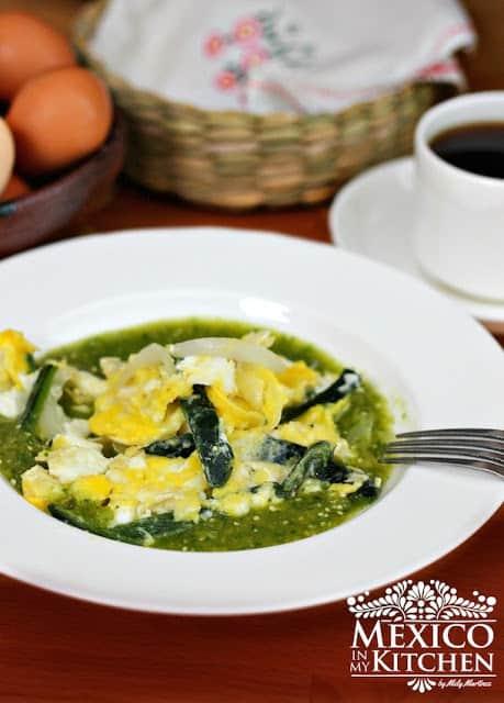 Huevos revueltos con chile poblano