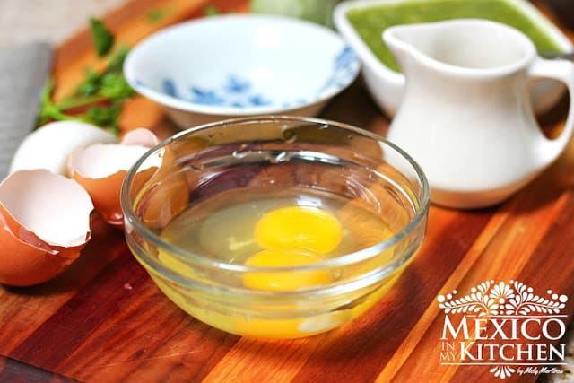 Ingredientes huevos revueltos con chile poblano