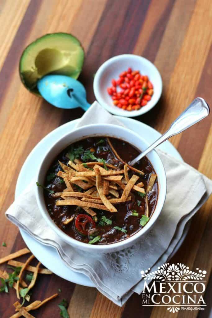 receta sopa de frijol negro mexicana