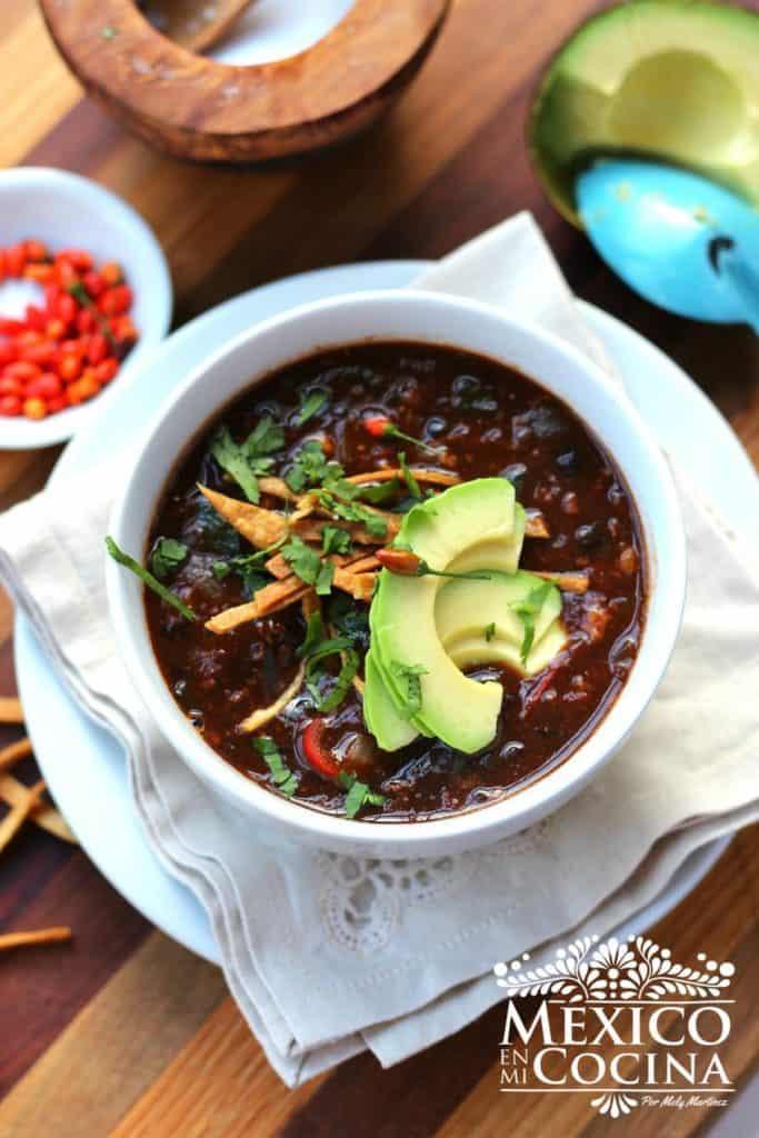 Sopa de frijol negro mexicana | Comida Mexicana