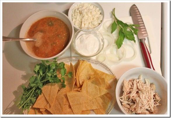 Ingredientes para preparar chilaquiles mexicanos rojos