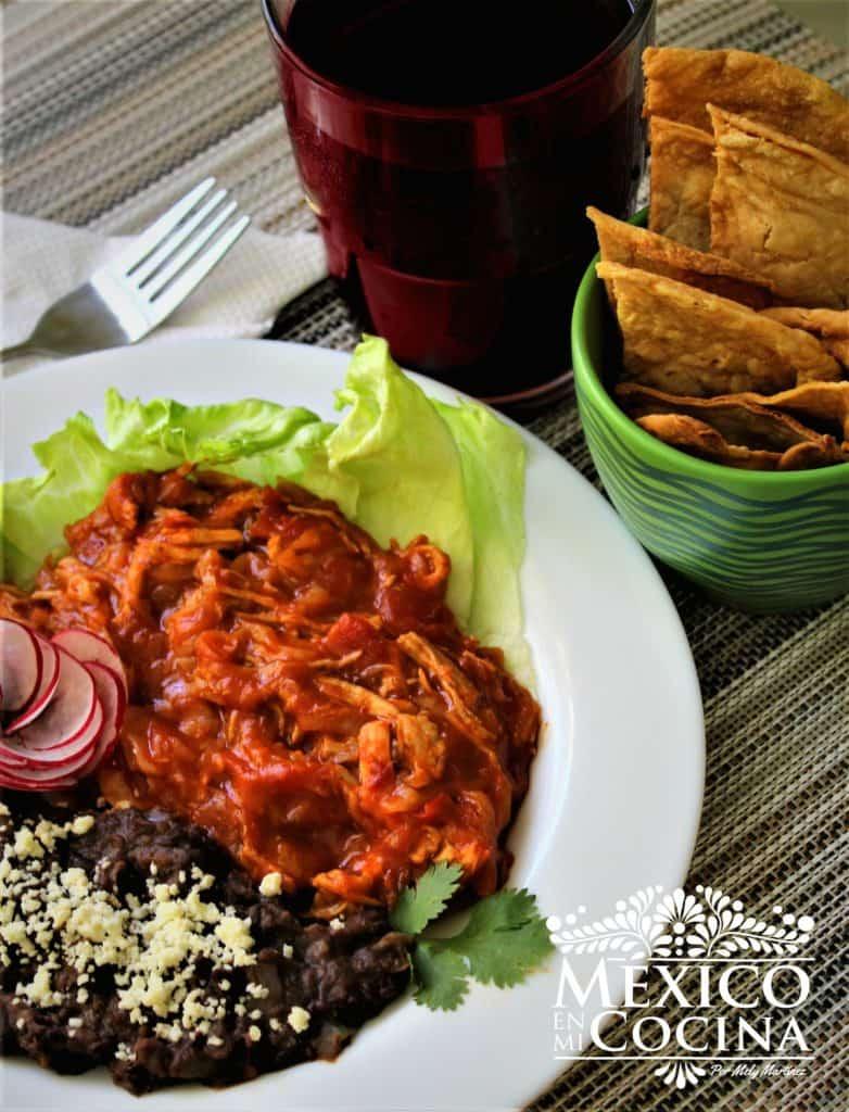Receta de carne guisada con salsa de tomate, chipotle y ketchup.