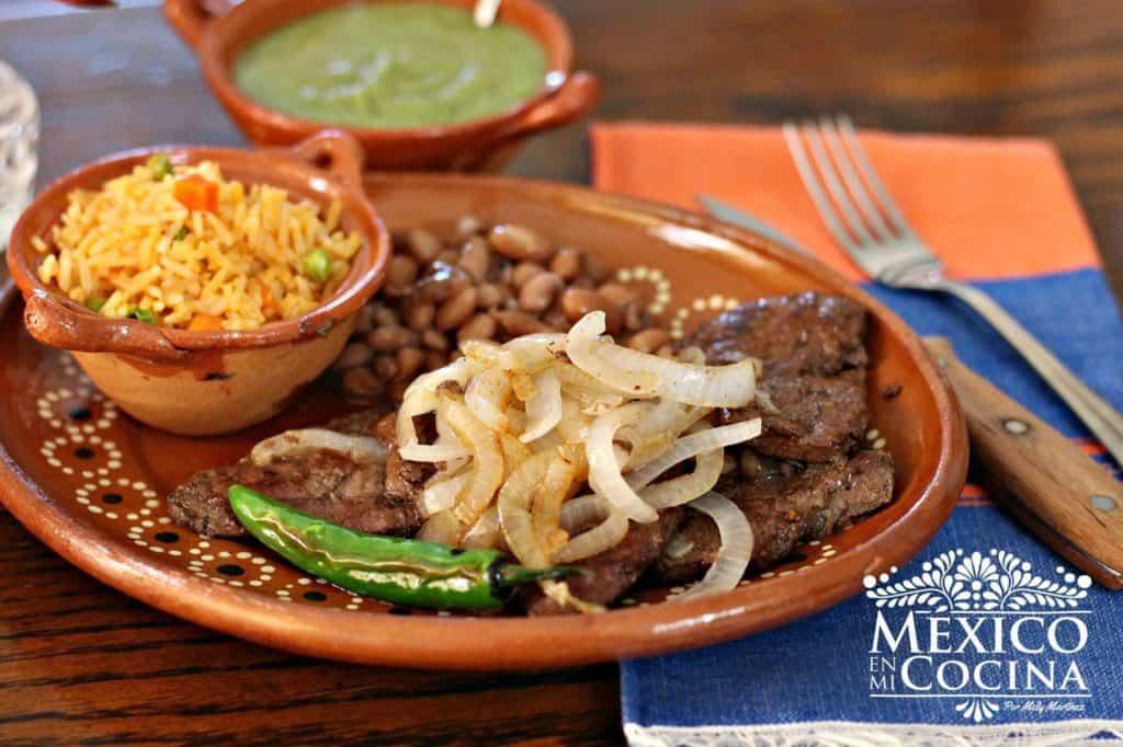 hígado encebollado receta mexicana