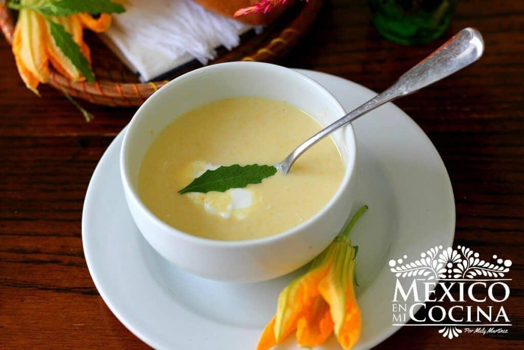 Sopa crema de flor de calabaza
